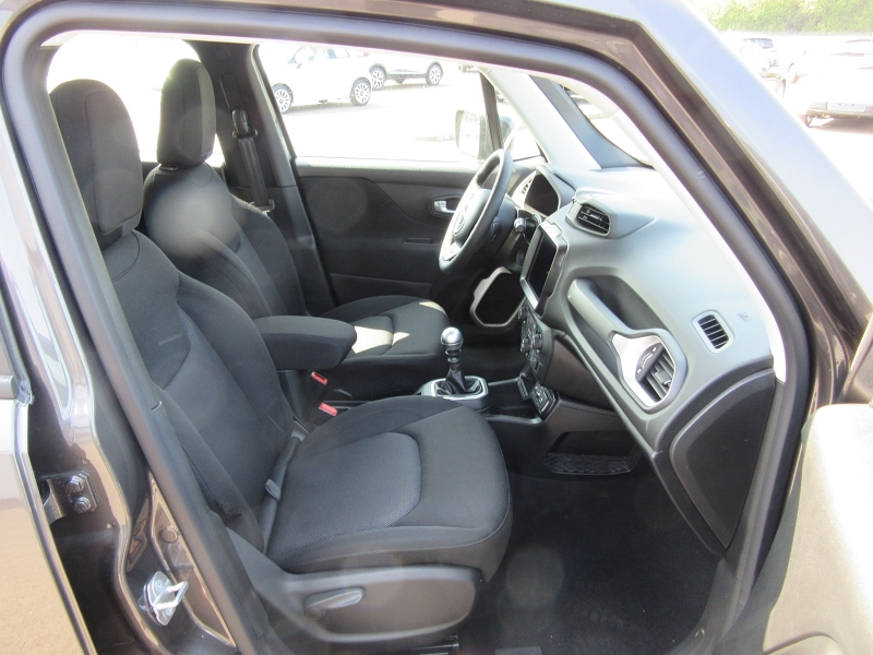 Photo 9 de l'offre de JEEP RENEGADE 1.0 GSE T3 120CH LONGITUDE BUSINESS -24% à 19980€ chez MGA Bruz